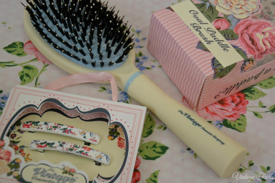 Vintage Cosmetic Company Hairbrush 4