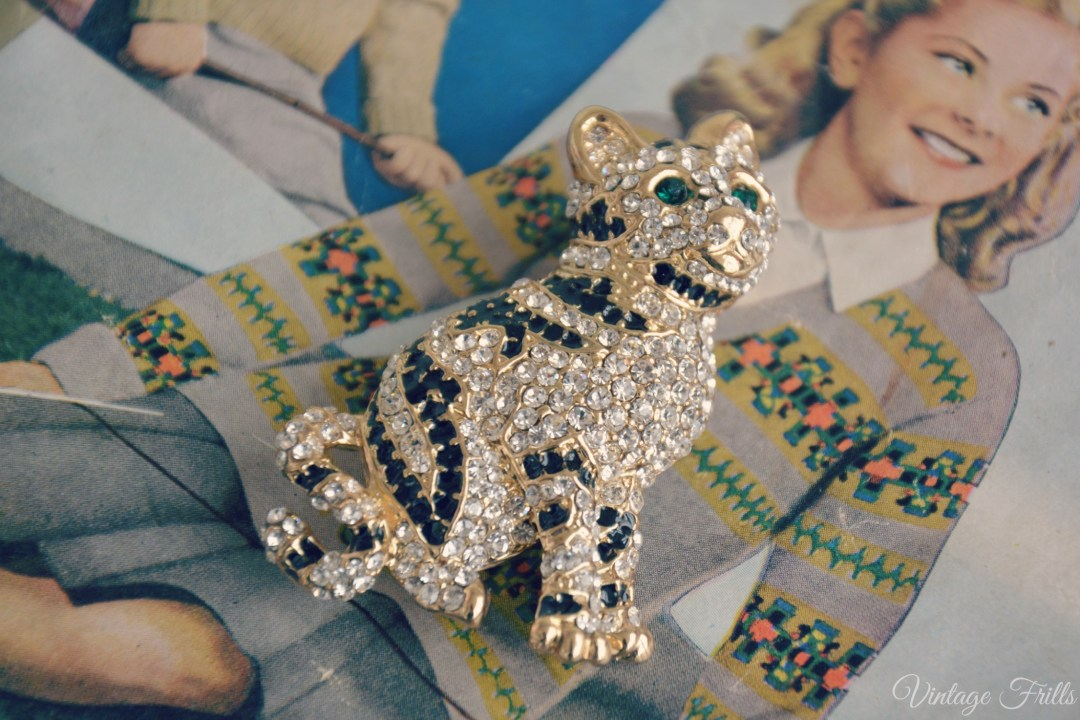Eternal Cat Brooch