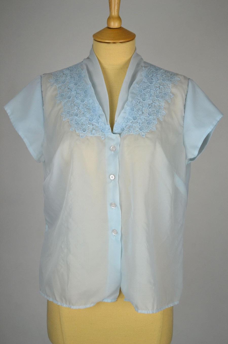 1950s-vintage-blouse-aqua-nylon-daisy-applique-detail-front