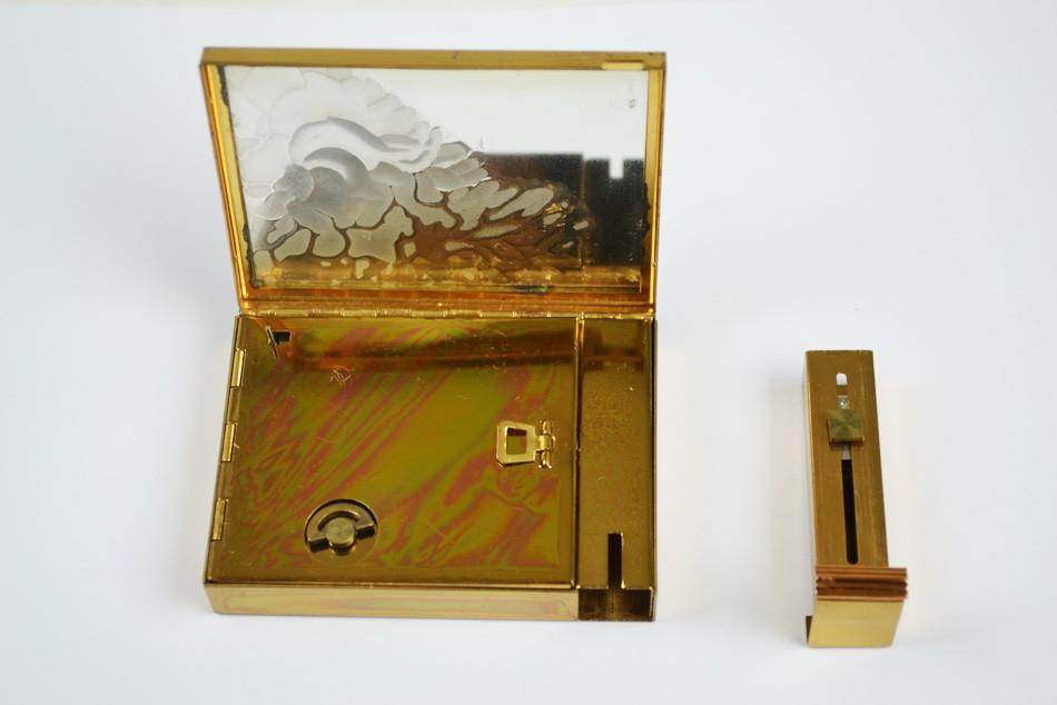1950s-vintage-musical-compact-gilt-diamante-detail-lipstick-holder-open_1