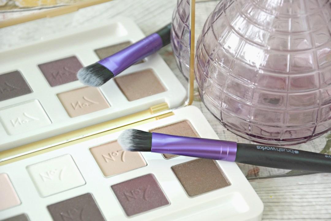 brushworks-eyeshadow-brush