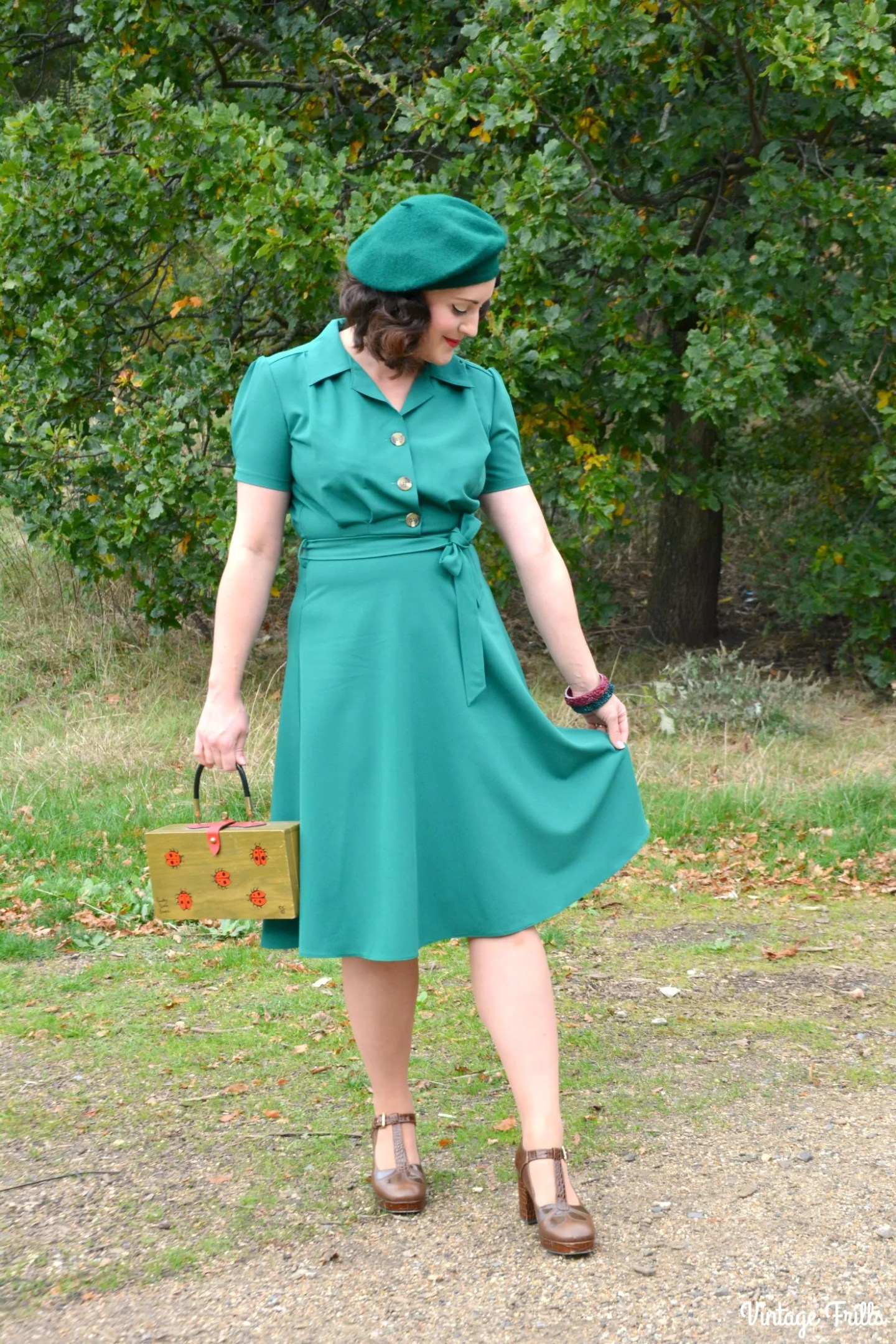 pretty-retro-green-1940s-dress