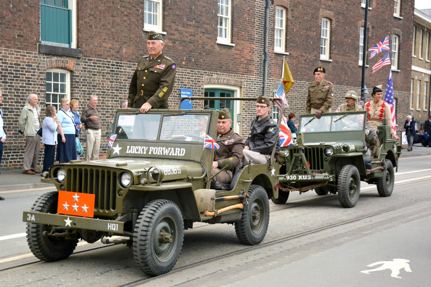 salute-to-the-40s-home-coming-parade
