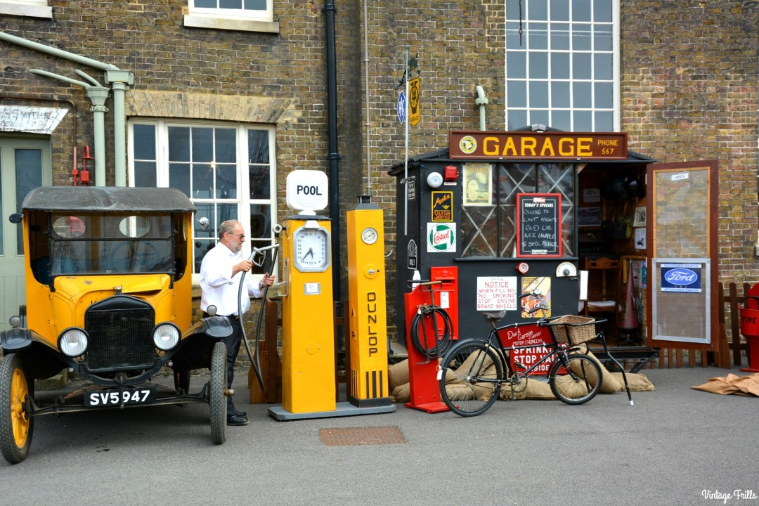 salute-to-the-40s-garage-and-gas-pump