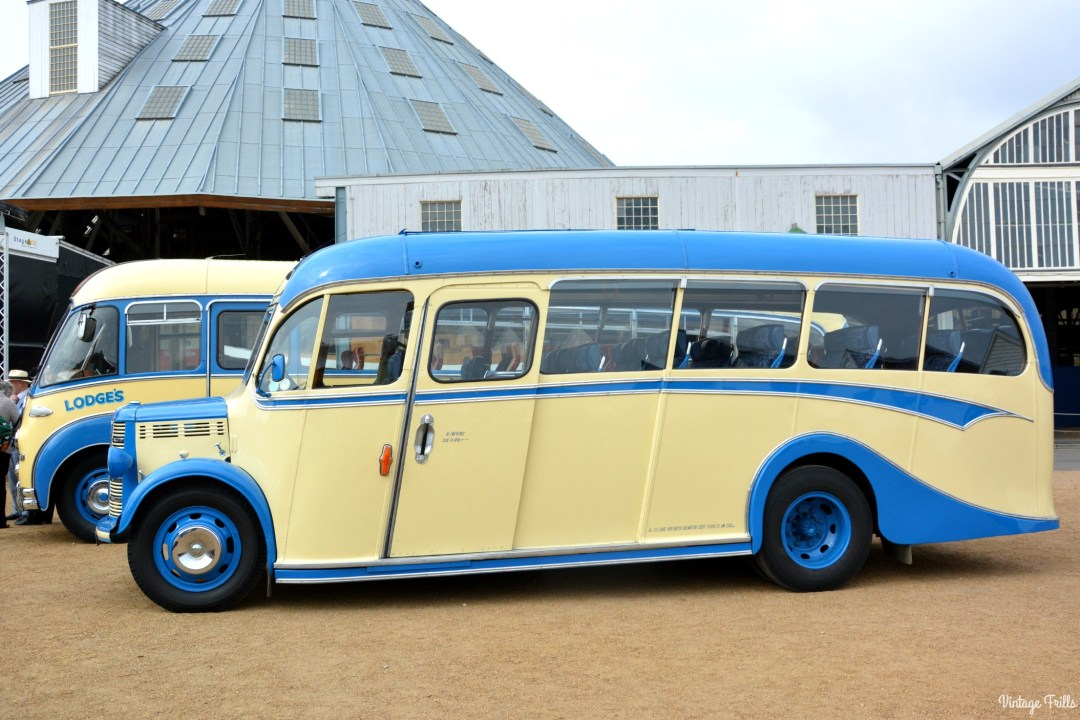 salute-to-the-40s-vintage-bus