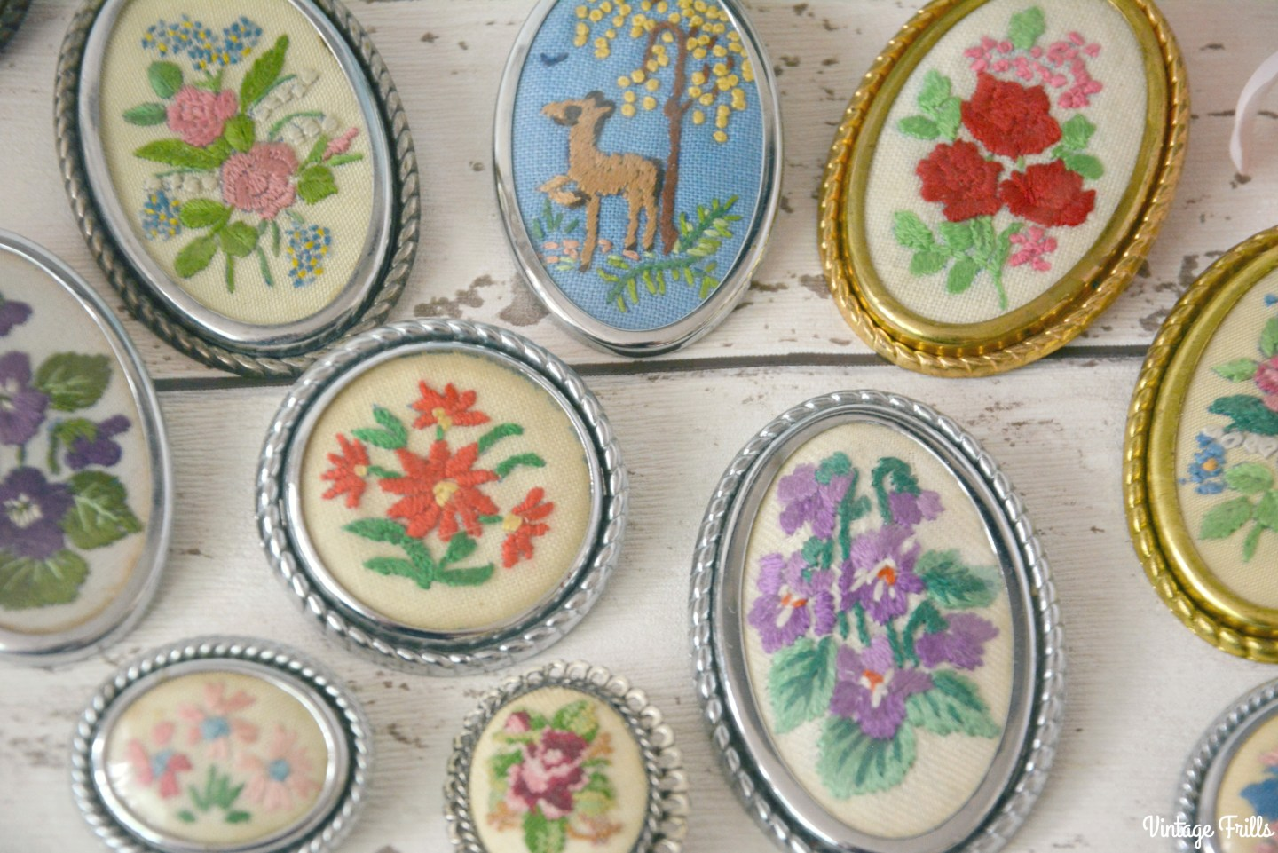 vintage-embroidered-brooches