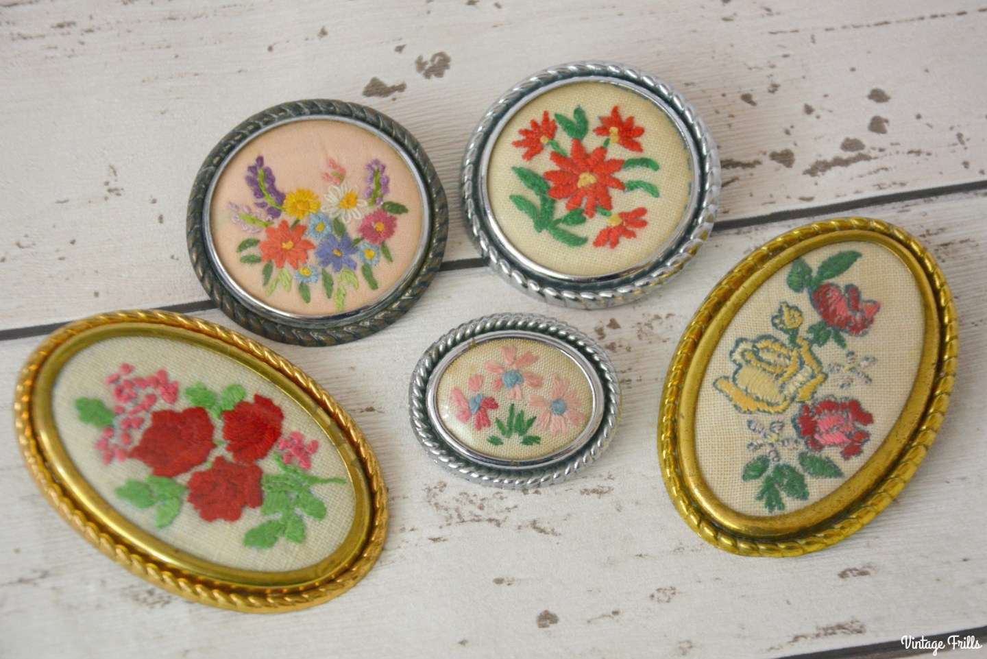 vintage-floral-embroidered-brooches-2