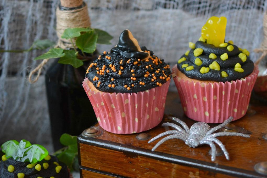 BAKING - Super Easy Halloween Cupcakes
