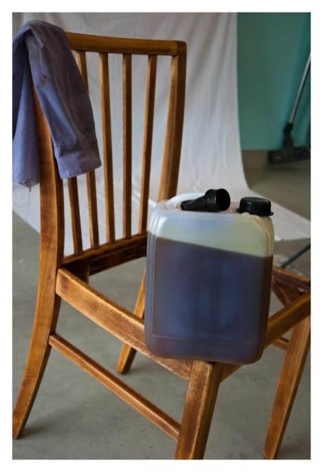 Stuhl mit Leinöl
