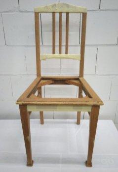 Stuhl gespachtelt und abgeklebt