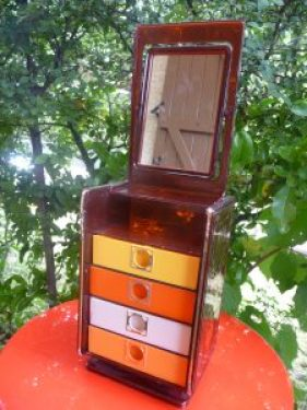 coffret à bijoux vintage à miroir et petits tiroirs colorés  ouvert