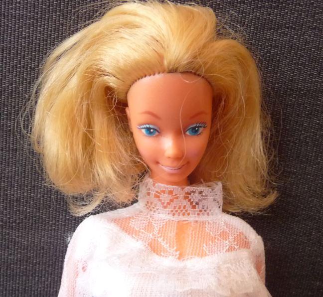Barbie vintage en robe de mariée