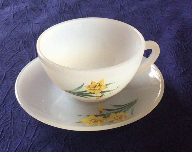 Tasse Arcopal vintage série fleur jonquille