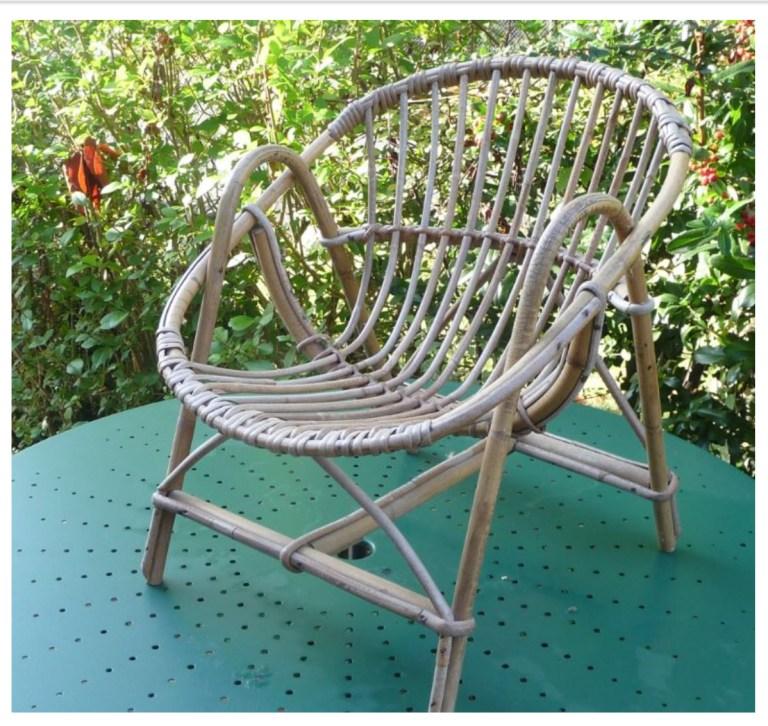 Petit fauteuil vintage pour enfant forme coquille rotin