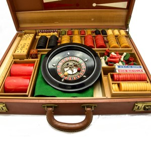 28010 - Bakelite Gaming and Gambling Set 1940's