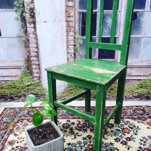 groene houten stoel
