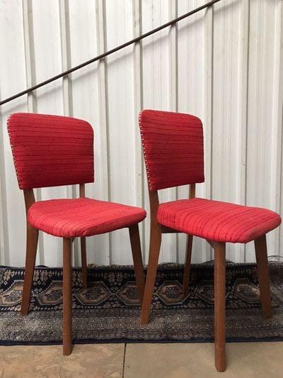 Stoeltjes met rode zitting   Vintage Brabant