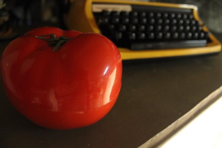 Téléphone vintage rouge tomate