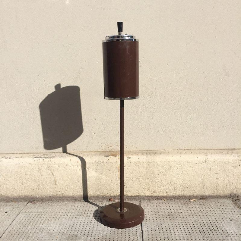 Cendrier sur pied en métal vintage