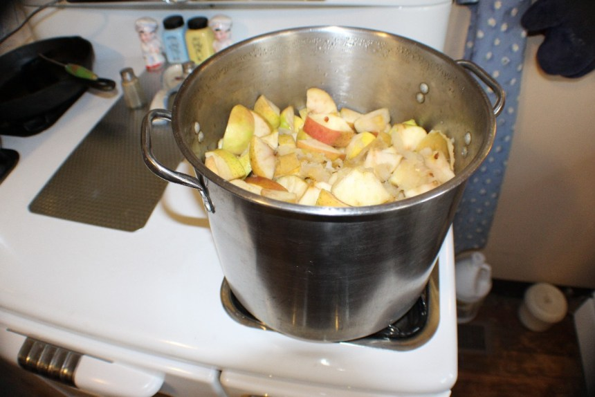 Making apple sauce, The Vintage Farm Wife