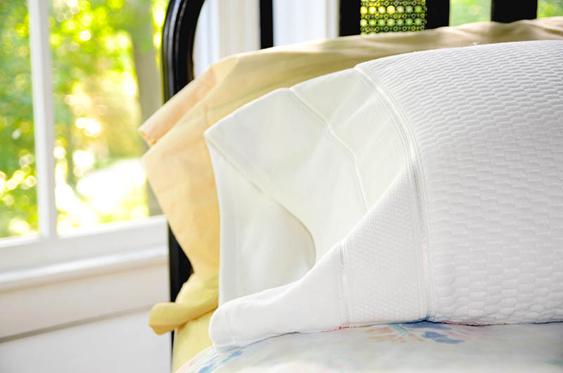 Make this Towel Pillowcase sewing project and in about an hour you can be dreaming on plush terry cloth. Start your engines and get sewing! | vintagekitty.com