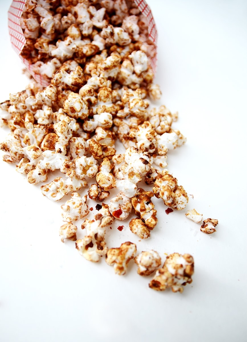 Mexican Spiced Hot Chocolate Popcorn is a perfect movie night snack for #Choctoberfest. Flavored with cocoa, cinnamon, and red chili flakes, this popcorn delights the taste buds. | vintagekitty.com