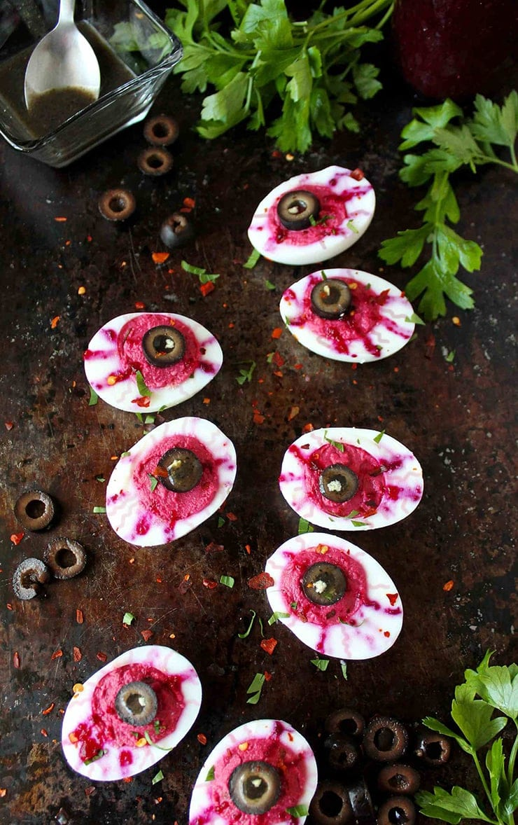 Bloody Eyeball Deviled Eggs- Ghoulishly Good! #Halloween Party Recipes and Ideas
