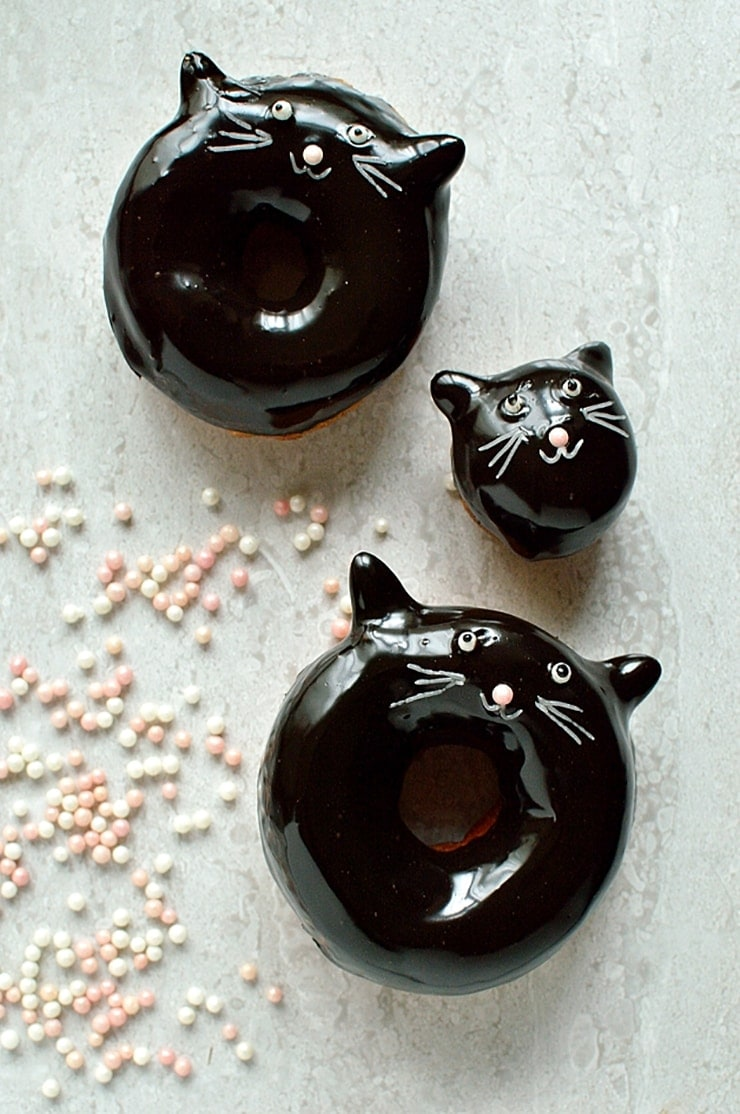 Black Cat Doughnuts- Ghoulishly Good! #Halloween Party Recipes and Ideas