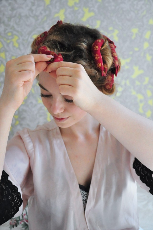 curly 1940s hair - easy photo tutorial for a vintage 40s