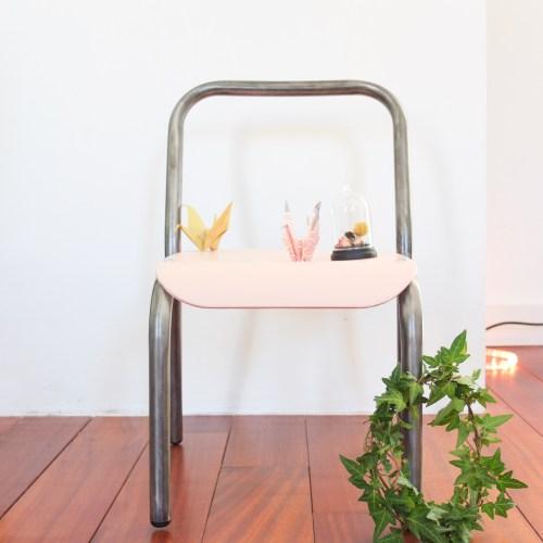 La petite chaise métal & rose pâle.
