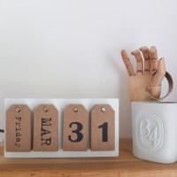 Calendrier perpétuel avec étiquettes bois.
