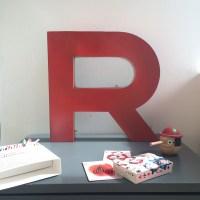 Lettre d'enseigne rouge R