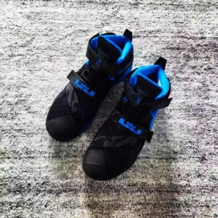 nike-lebron-soldier-9-black-blue-02