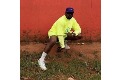 https_hypebeast.comimage201810kanye-west-gifted-yeezy-boost-350-v2-uganda-kids-1
