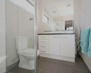 Muebles del baño pequeño