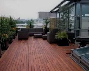 Reforma de exterior con cubierta de madera