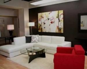 Decoración de salón sofás con diferentes colores