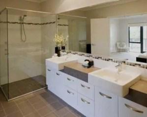 Sustitución de bañera por plato de ducha dos lavabos