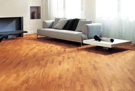Pavimento de madeira.