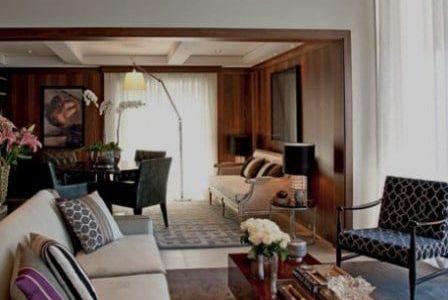 Decoração de sala de estar em vivenda.