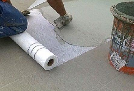 Infiltrações em terraços – Tela líquida de impermeabilização com aplicação de rede polivinílica.