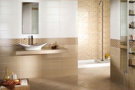 Remodelação de casa de banho com tons bege.