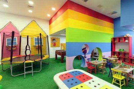 Remodelação de espaço para crianças em centro comercial.