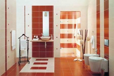 Remodelação de casa de banho com azulejos cor de cereja.