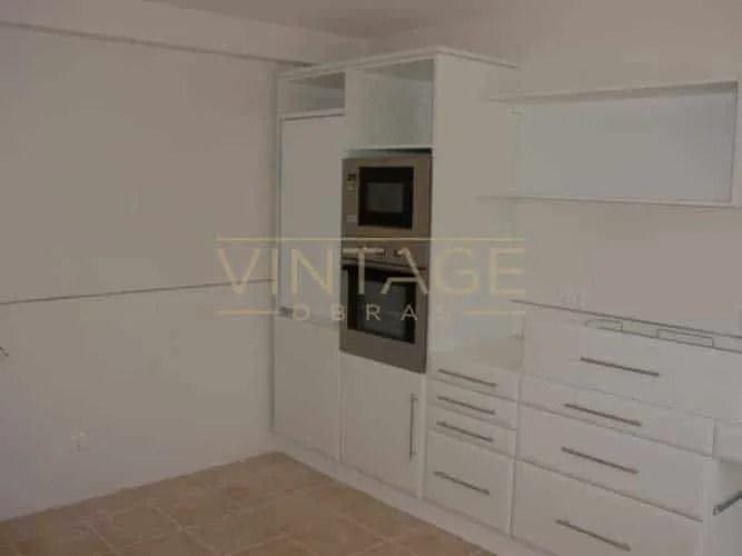 Móveis de cozinha lacados a branco alto-brilho
