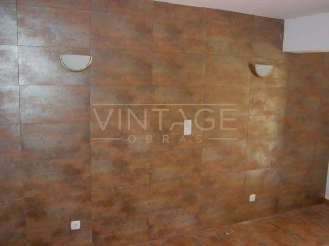 Remodelação de apartamento: Revestimento de parede no quarto