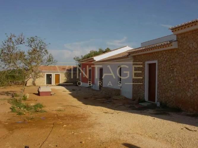 Construção de vivenda: Rebocos e pinturas