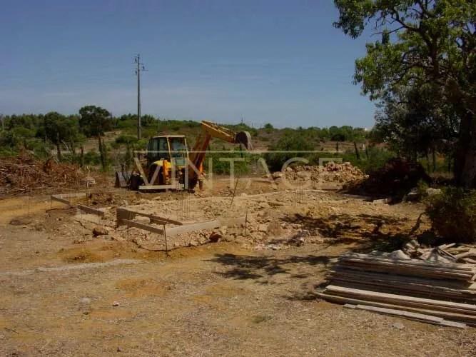 Construção de vivenda: demolições