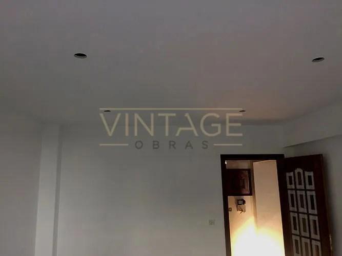 Pintura de quarto e aplicação de teto falso