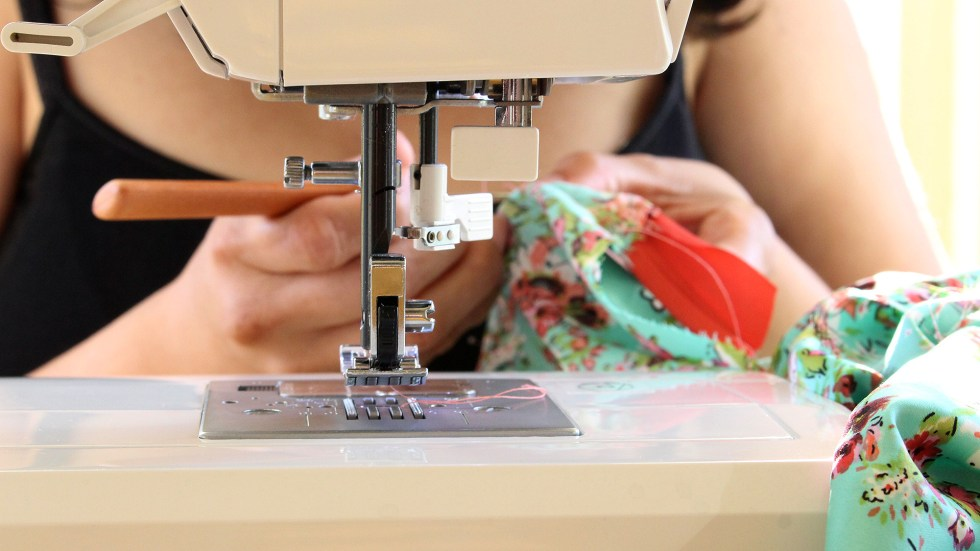 Using a seam ripper on my Alamada Robe, learn how to sew a robe with this post   @vintageontap